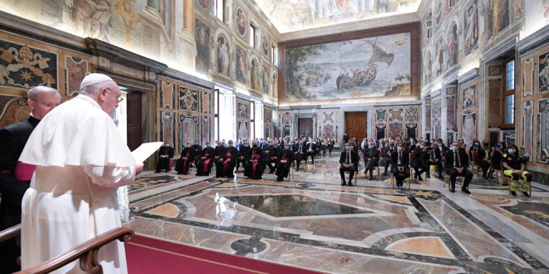 Pope Hails Italy Virus doctors, Nurses As Heroes At Vatican